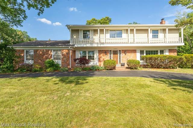 4135 Sunningdale Drive, Bloomfield Twp, MI 48302 (#2210043082) :: Robert E Smith Realty