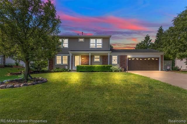 40127 Oak Tree, Novi, MI 48375 (#2210043443) :: Duneske Real Estate Advisors
