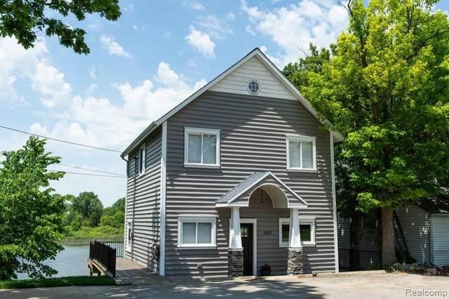 1881 Maxfield Road, Hartland Twp, MI 48353 (#2210044036) :: Novak & Associates