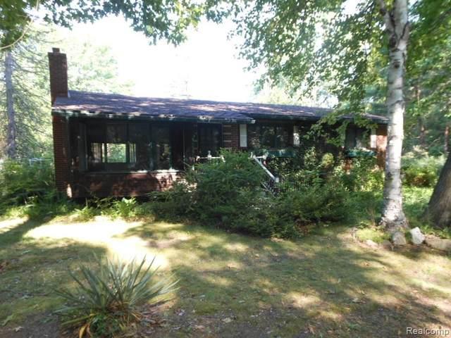 2641 Herber Drive, Port Huron Twp, MI 48060 (#2210044507) :: Keller Williams West Bloomfield