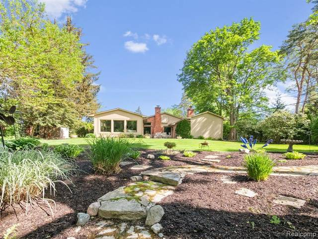 2501 W Long Lake Road, West Bloomfield Twp, MI 48323 (#2210044655) :: Duneske Real Estate Advisors