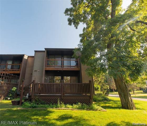 534 W Rockwell Street, Fenton, MI 48430 (#2210044795) :: Real Estate For A CAUSE
