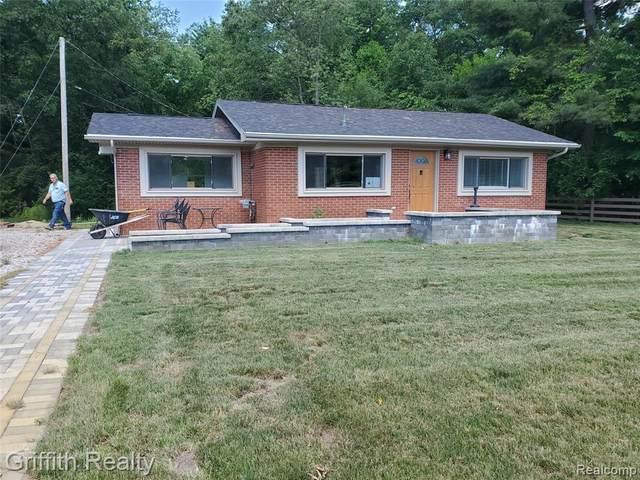 8864 Whitmore Lake Road, Green Oak Twp, MI 48116 (#2210044861) :: GK Real Estate Team