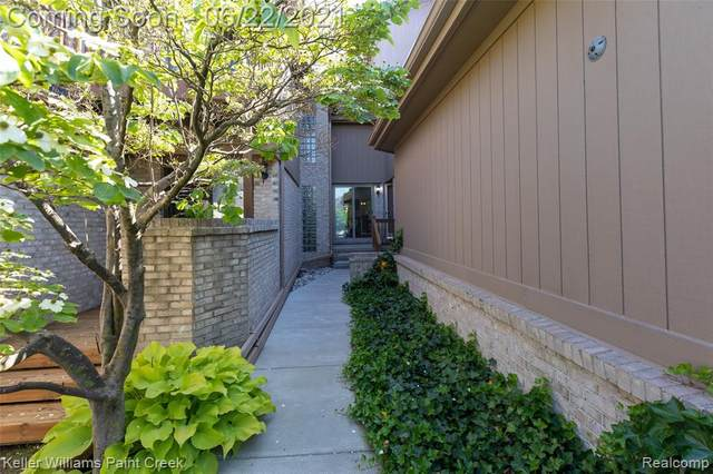 29643 Sierra Point Circle, Farmington Hills, MI 48331 (#2210044941) :: BestMichiganHouses.com