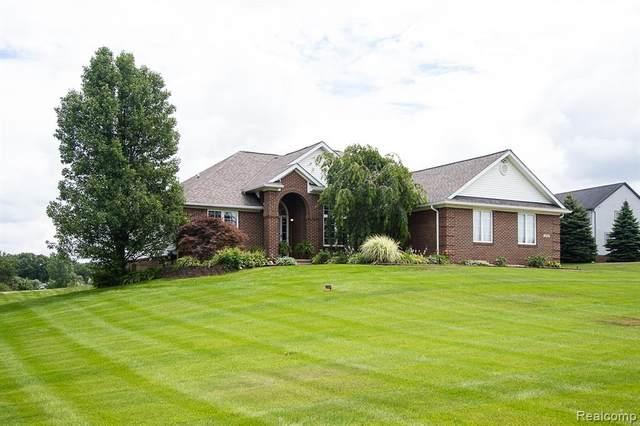 1322 Glen Valley Drive, Hartland Twp, MI 48843 (#2210045086) :: Novak & Associates