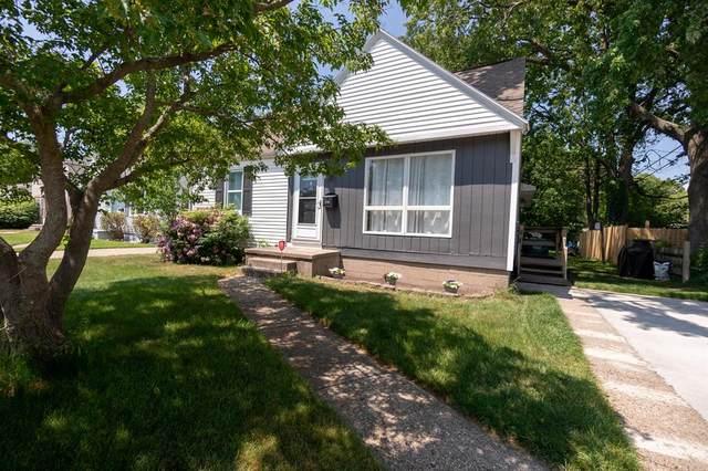 2096 Forest Hills Road, Norton Shores, MI 49441 (#71021022337) :: Duneske Real Estate Advisors