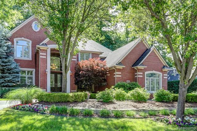 4505 Forest Edge Lane, West Bloomfield Twp, MI 48323 (#2210045339) :: Real Estate For A CAUSE