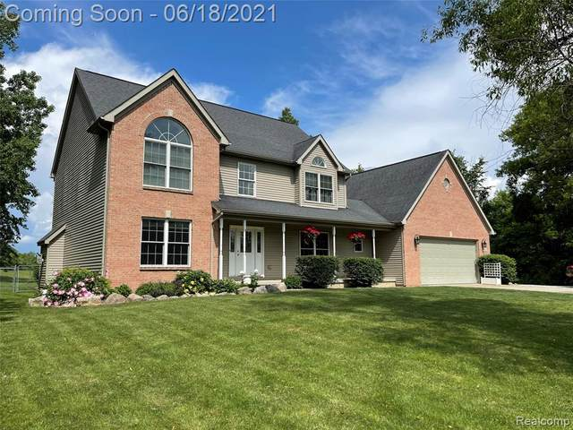 2921 Old Plank Road, Milford Twp, MI 48381 (#2210045367) :: The Mulvihill Group