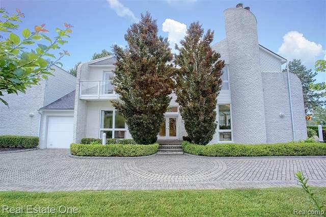 3700 Orchard Lake Road, West Bloomfield Twp, MI 48324 (#2210045624) :: BestMichiganHouses.com