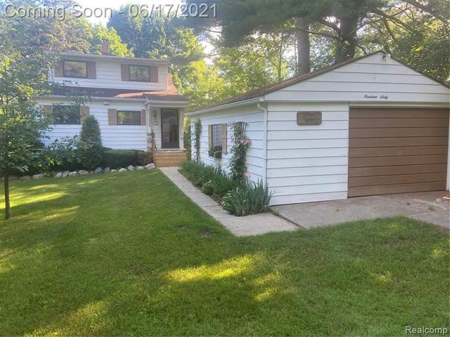 1960 Lakesview Drive, Oxford Twp, MI 48371 (#2210045890) :: The Mulvihill Group