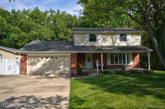 8166 Manchester Drive, Grand Blanc Twp, MI 48439 (#2210045955) :: Real Estate For A CAUSE