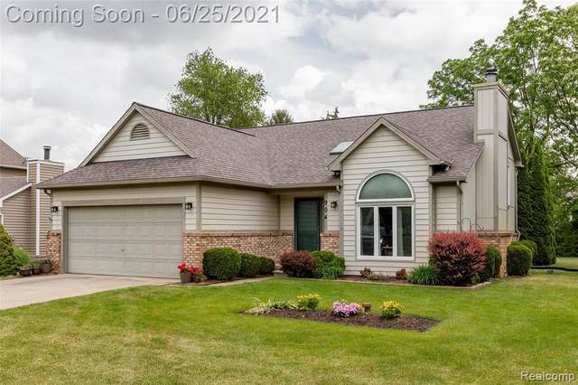 904 Sycamore Court, Commerce Twp, MI 48393 (#2210045999) :: The BK Agency