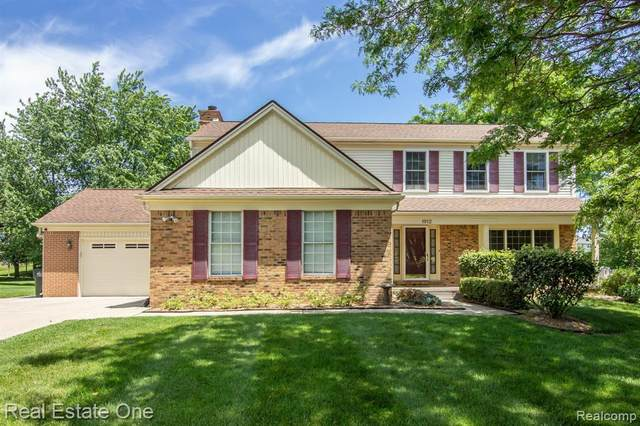1912 Clear Point Court, Rochester Hills, MI 48306 (#2210046023) :: Alan Brown Group