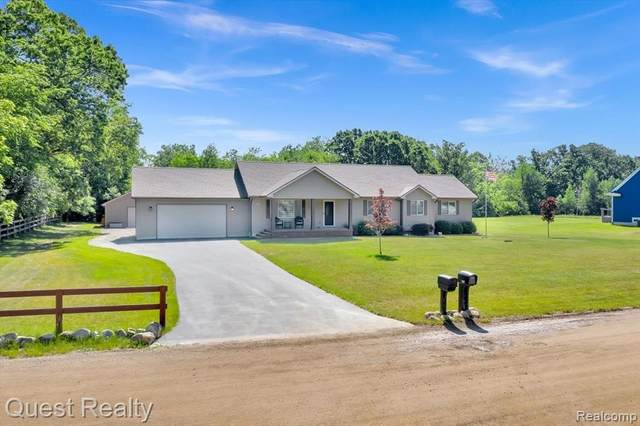 815 Sugden Lake Road, White Lake Twp, MI 48386 (#2210046255) :: Real Estate For A CAUSE
