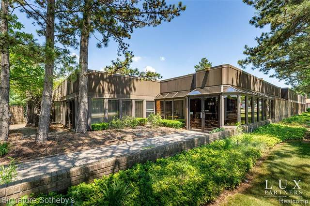 3555 E 14 MILE Road, Sterling Heights, MI 48310 (#2210046283) :: Alan Brown Group