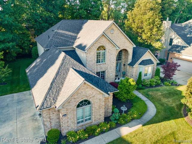 8999 Orchard Drive, Shelby Twp, MI 48317 (#2210046706) :: BestMichiganHouses.com
