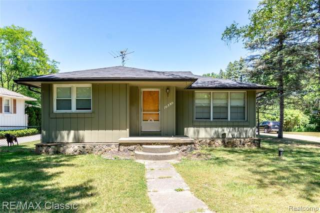 10580 Estola Avenue, White Lake Twp, MI 48386 (#2210046725) :: Real Estate For A CAUSE