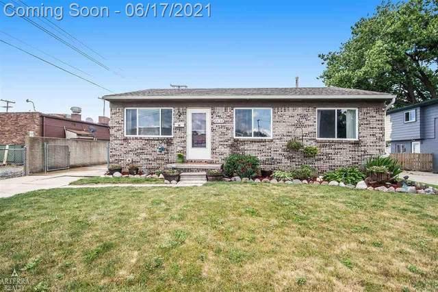 22134 Pleasant Street, Saint Clair Shores, MI 48080 (#58050045367) :: Alan Brown Group