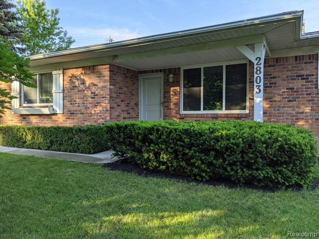 2803 Colonial Trail, Bloomfield Twp, MI 48304 (#2210046823) :: Alan Brown Group
