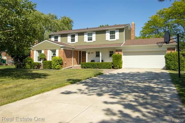 21900 N Center Street, Novi, MI 48167 (#2210046841) :: Duneske Real Estate Advisors