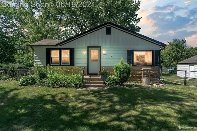 6591 Saline Drive, Waterford Twp, MI 48329 (#2210046963) :: Real Estate For A CAUSE