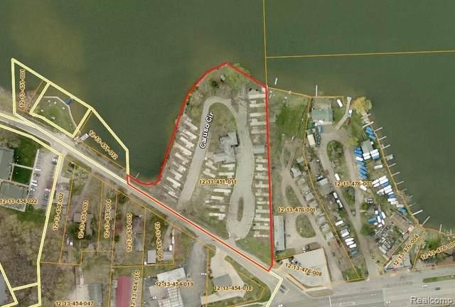8300 Pontiac Lake Road, White Lake Twp, MI 48386 (#2210046964) :: Real Estate For A CAUSE