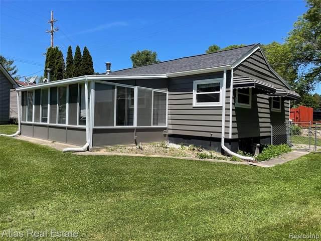 495 W Seymour Lake Road, Brandon Twp, MI 48462 (#2210047020) :: Alan Brown Group