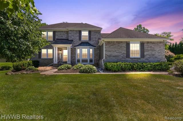 608 River Oaks Drive, Milford Twp, MI 48381 (#2210047094) :: Novak & Associates