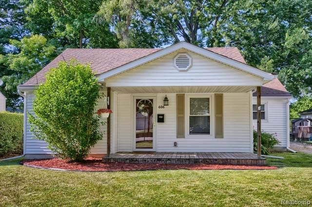606 W 2ND Street, Davison, MI 48423 (#2210047122) :: Real Estate For A CAUSE