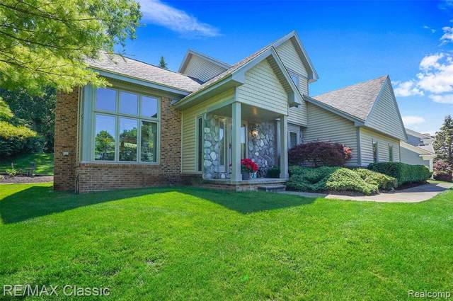 343 Rosario Lane, White Lake Twp, MI 48386 (#2210047348) :: Real Estate For A CAUSE