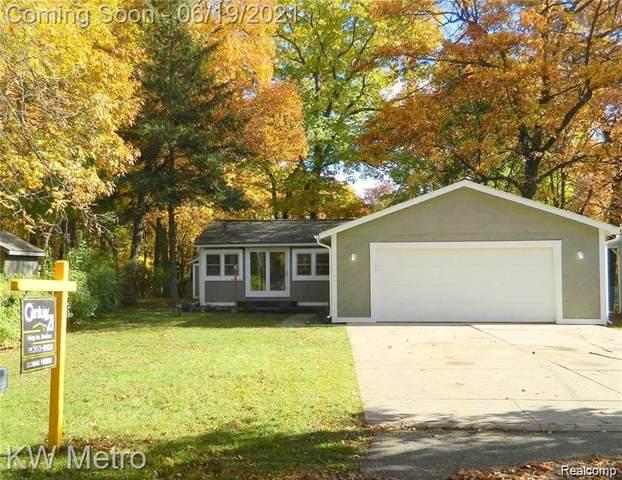 3182 Ridge Road, White Lake Twp, MI 48383 (#2210047410) :: Real Estate For A CAUSE