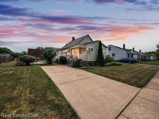 1727 Sycamore Street, Wyandotte, MI 48192 (#2210047616) :: GK Real Estate Team