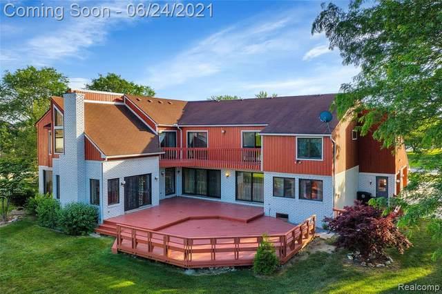 18011 Country Club Circle, Riverview, MI 48193 (#2210047754) :: BestMichiganHouses.com