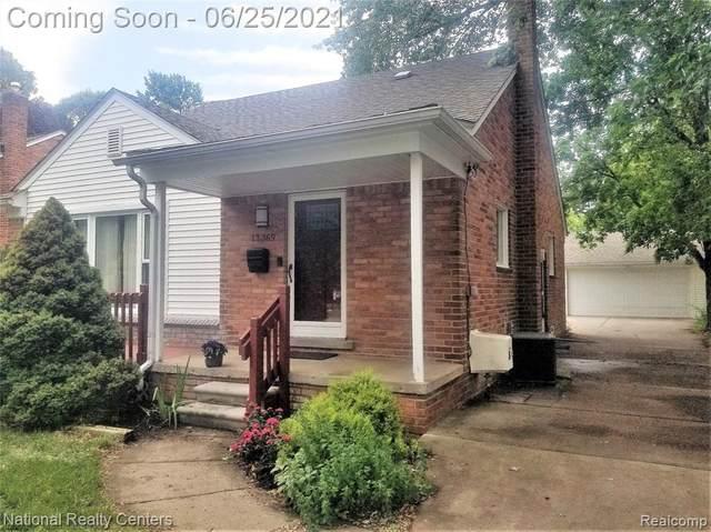 13369 Winchester Avenue, Huntington Woods, MI 48070 (#2210047760) :: BestMichiganHouses.com