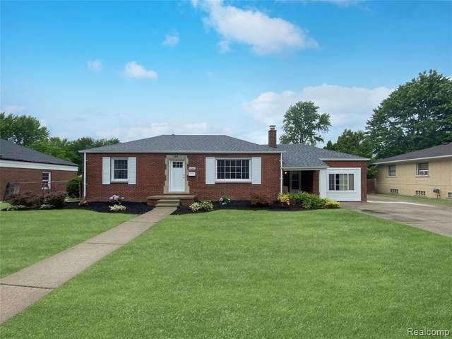 19207 Collinson Avenue, Eastpointe, MI 48021 (#2210048267) :: Duneske Real Estate Advisors