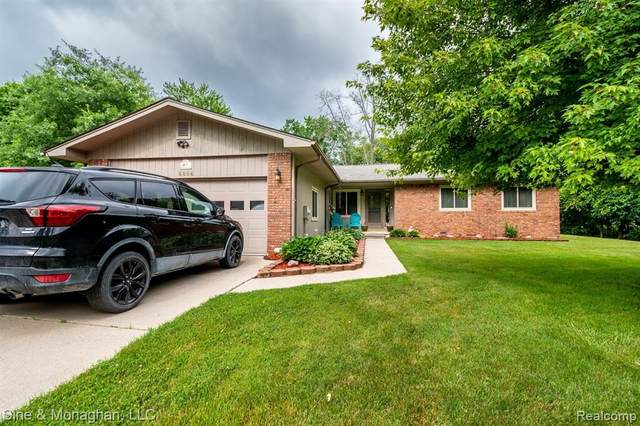 8864 Stone Rd, Clay Twp, MI 48001 (#2210048331) :: Real Estate For A CAUSE