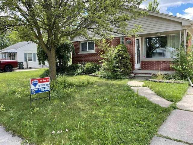20208 Rosedale, Saint Clair Shores, MI 48080 (#58050045968) :: Duneske Real Estate Advisors