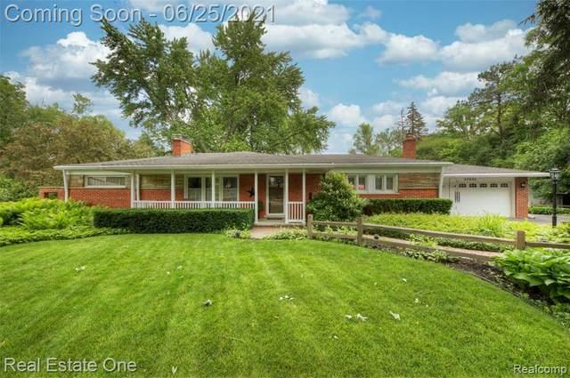 33930 Playview Court, Farmington Hills, MI 48331 (#2210049107) :: BestMichiganHouses.com