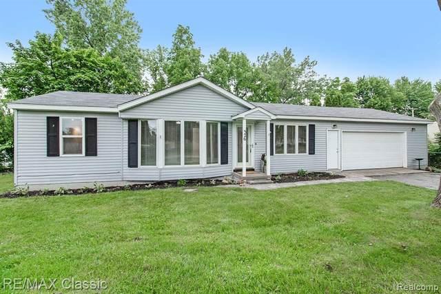 326 Cedar River Dr, Fowlerville Vlg, MI 48836 (#2210049507) :: Duneske Real Estate Advisors