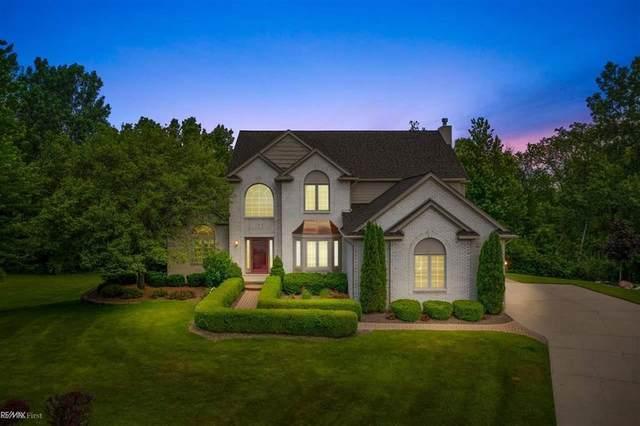 787 Roxbury, Orion Twp, MI 48359 (#58050046224) :: Duneske Real Estate Advisors