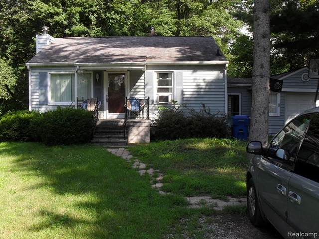 5440 Hanley, Waterford Twp, MI 48327 (#2210051959) :: Real Estate For A CAUSE