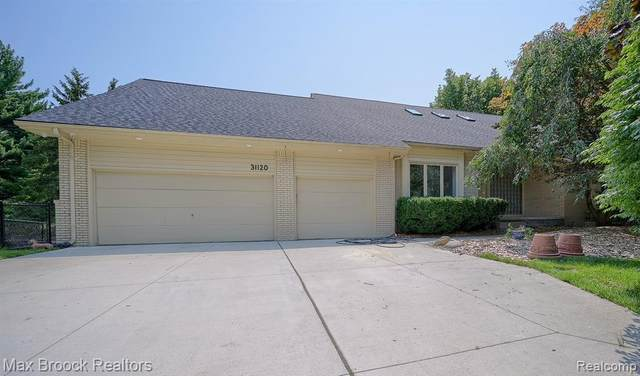 31120 Applewood Lane, Farmington Hills, MI 48331 (#2210052356) :: BestMichiganHouses.com