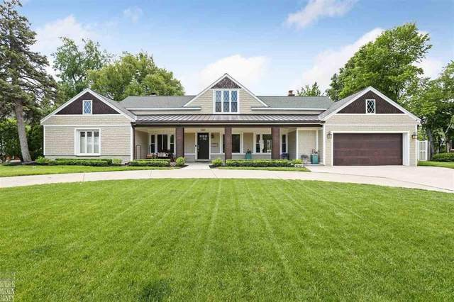 1363 Lochmoor Boulevard, Grosse Pointe Woods, MI 48236 (#58050047580) :: Real Estate For A CAUSE