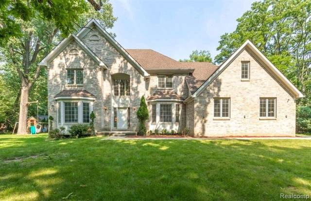 5681 Halsted Road, West Bloomfield Twp, MI 48322 (#2210053623) :: Alan Brown Group