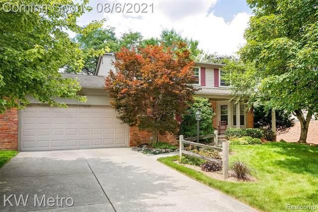 828 Ten Point Drive, Rochester Hills, MI 48309 (#2210055713) :: RE/MAX Nexus