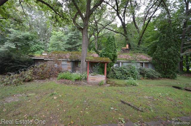 8548 Stone Rd, Clay Twp, MI 48001 (#2210056336) :: Real Estate For A CAUSE