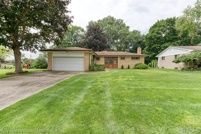 3153 Indianview Drive, Waterford Twp, MI 48329 (#2210056723) :: Real Estate For A CAUSE