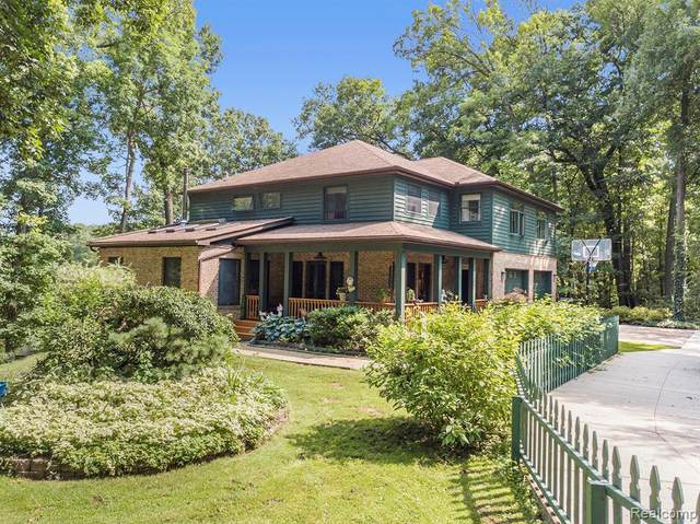 6442 Forest Beach Drive, Genoa Twp, MI 48116 (#2210057067) :: Real Estate For A CAUSE