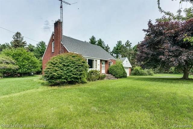 8649 Lakeshore Road, Burtchville Twp, MI 48059 (#2210057315) :: Duneske Real Estate Advisors