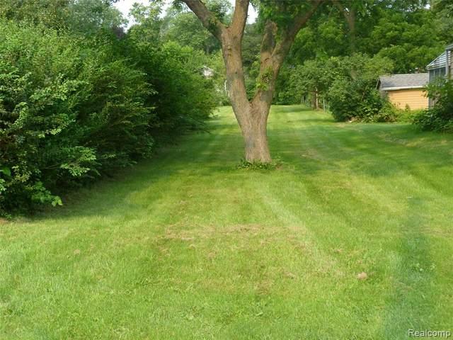 5076 Brady Street, Swartz Creek, MI 48473 (#2210057400) :: Real Estate For A CAUSE